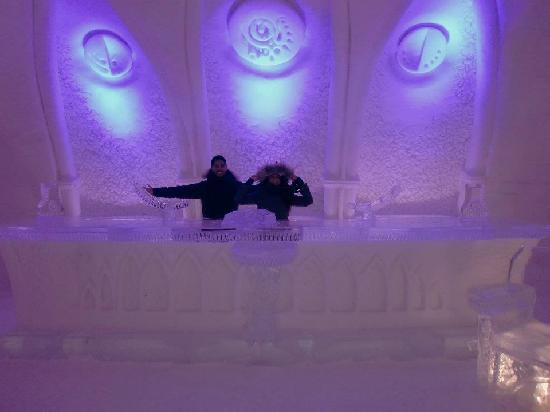 Hotel de Glace: chapel at night