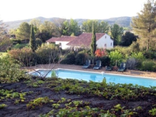 B&B la Bastide de Messine : vista della piscina dalla camera