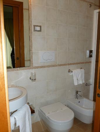 Hotel L'Arcangelo: Il bagno della camera 202