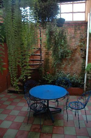 Posada Del Maple: Rincón del patio central