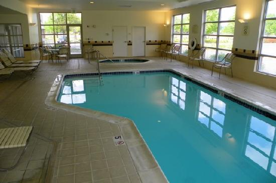SpringHill Suites Portland Vancouver: pool on the ground floor
