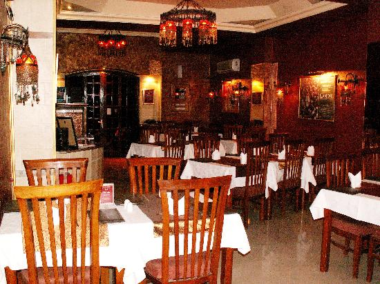 A Taste of India & Arabia International Restaurant Plus Bar: Inside