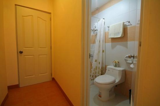 "Robe""s Pension House: Bathroom"