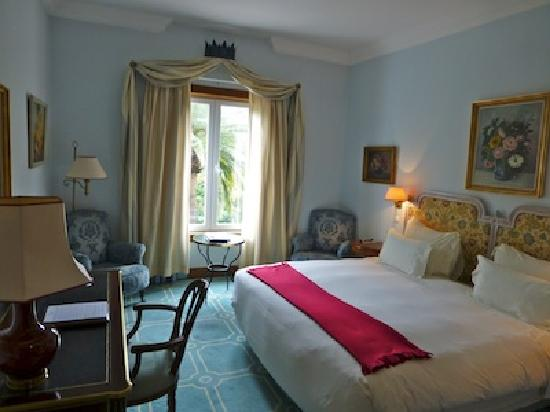 Pestana Palace Lisboa Hotel & National Monument: Large, well appointed bedroom