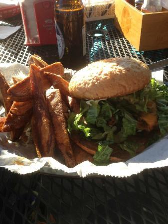 Ole Biloxi Fillin Station: Main Street Burger