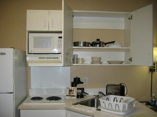 Extended Stay America - Ft. Lauderdale - Convention Center - Cruise Port: Kitchen