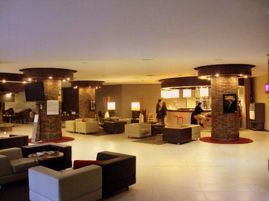Habitaciones un tanto escasas de tama o fotograf a de for Sala de estar de un hotel