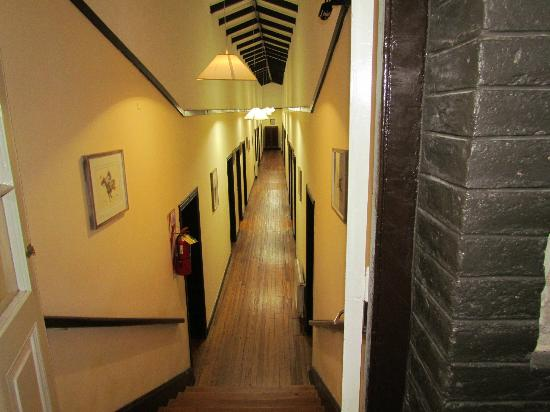 Hostal Cruz Chica: pasillos del hostal