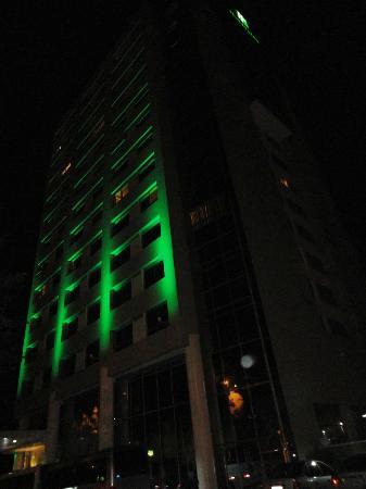 Holiday Inn Manaus: Fachada diferenciada...