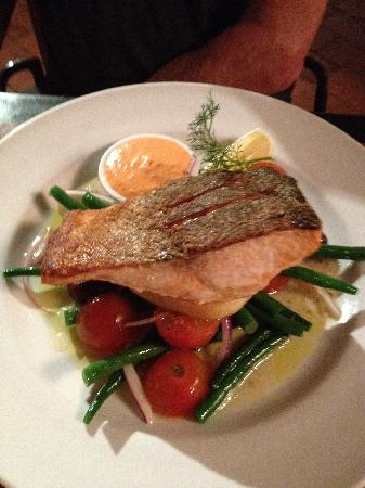Muoi's Feast : Crispy Skin Salmon