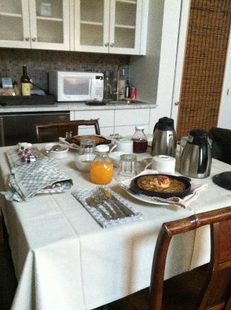 Mill House Inn: breakfast in the room