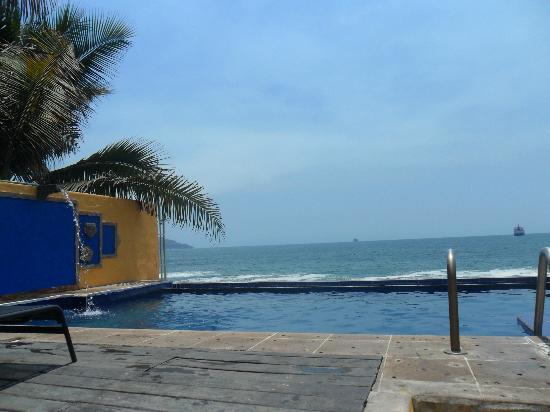 Hotelito Manzanillo Inn : Pool and sea