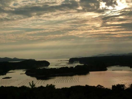 Tomoyama Park: 英虞湾に沈む夕日