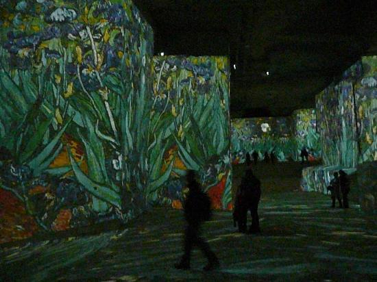 Carrières de Lumières : Van Gogh's Iris and music