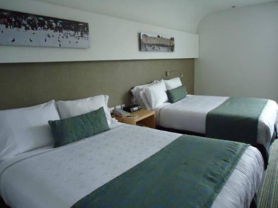 Sonesta Hotel Bogota: Una agradable habitación con dos camas queen