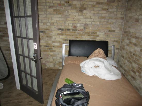 IHSP Chicago Hostel: Small private room, but that's all we needed