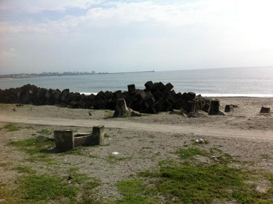Hualien Bay: the beach in front of minsu