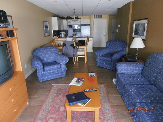 Casa Loma Lakeshore Resort: Well apointed  lounge
