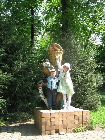 Almaty Central Park: Маша и медведь, можно показать деткам кусочек нашего детства