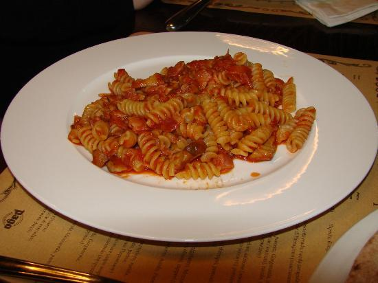 Pizzeria Napule: Fusilli all'arrabbiata pasta with pancetta, ceps and tomatoes