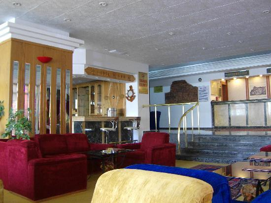 Altinoz Hotel: The lobby and reception