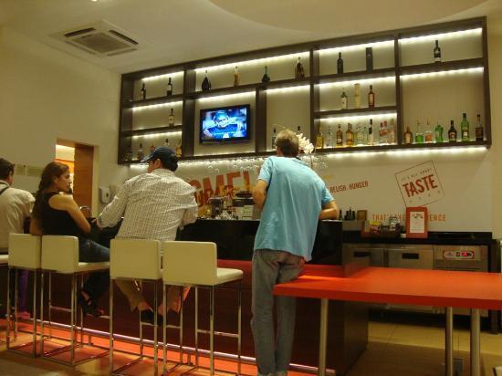 Ibis Larco Miraflores : Bar area