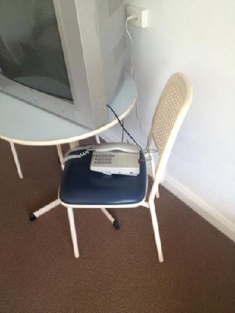 Mission Beach Resort: Phone chair