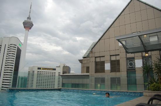 Fraser Place Kuala Lumpur : на территории бассейна