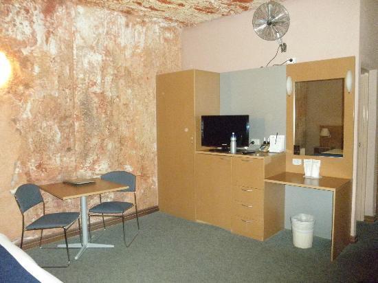 Desert Cave Hotel: Underground room