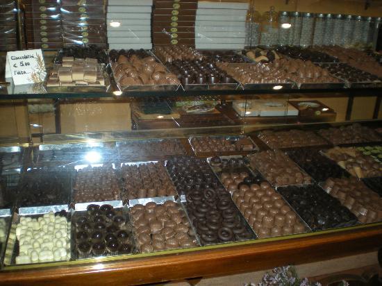 Fascino Napoletano: il bancone dei cioccolatini