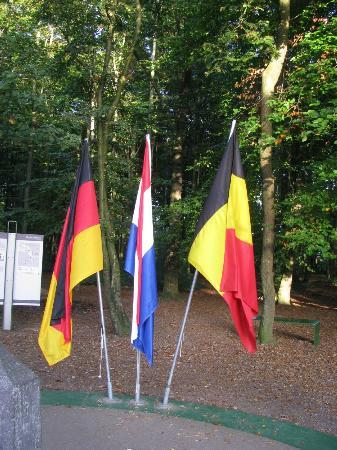 Three Country Border : at the DLP