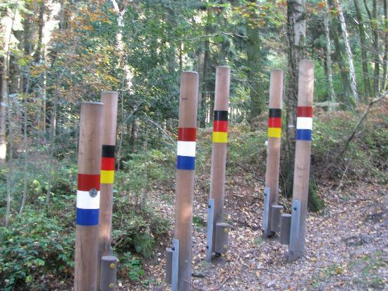 the border line between Germany and the Netherlands on the way to