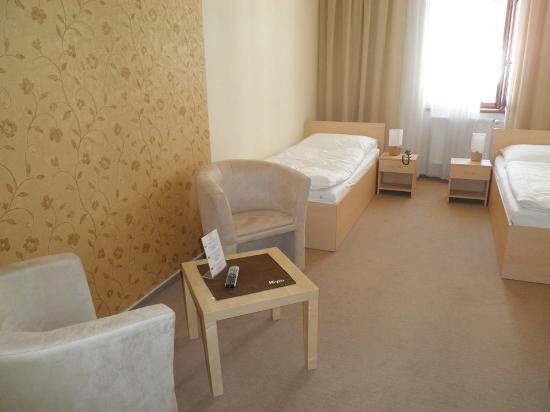 Hotel Cyro: strd room