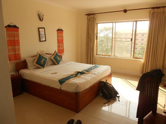 New Riverside Hotel: stunning double bedroom.