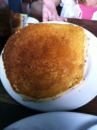 Mr. Tim's Country Kitchen: Huge pancake that took up the whole plate!