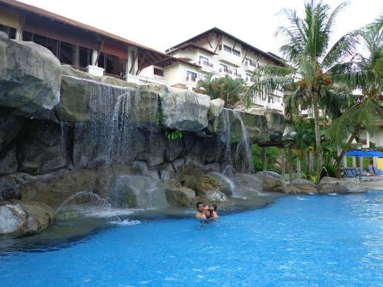 Swiss-Garden Beach Resort Damai Laut: pool1