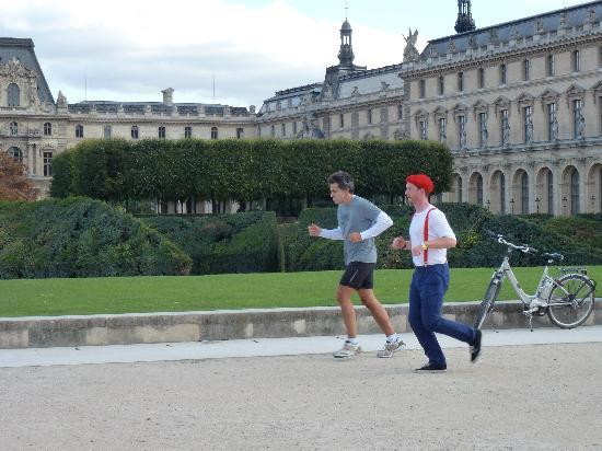 Wellicient: Guided running tour Louvre