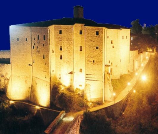 Ascoli Piceno, Italia: Una foto notturna