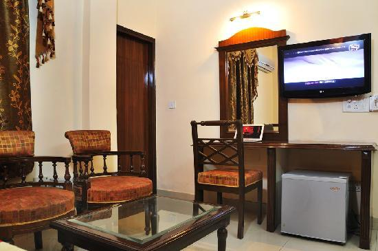 Hotel Paras International: Guest Room Facilities