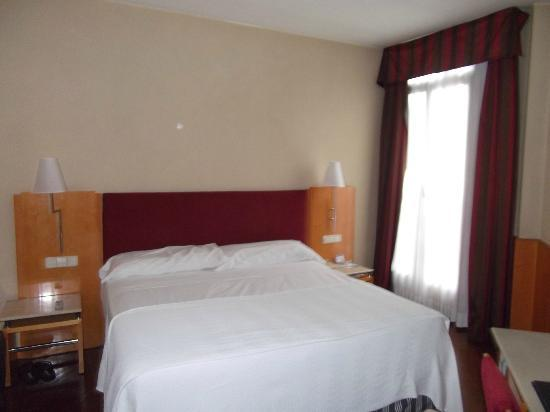 Leonardo Hotel Madrid City Center: stanza
