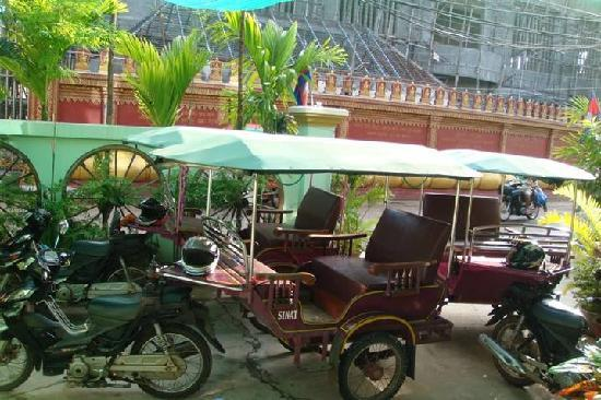 The Prohm Roth Inn: Prohm Roth's purple tuk tuks