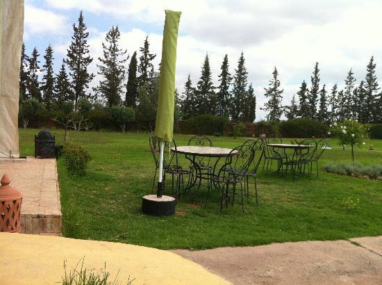 Le Domaine de L'Ourika: Pouside dining area