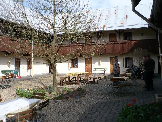 Pension Untere Rauner Mühle: Innenhof