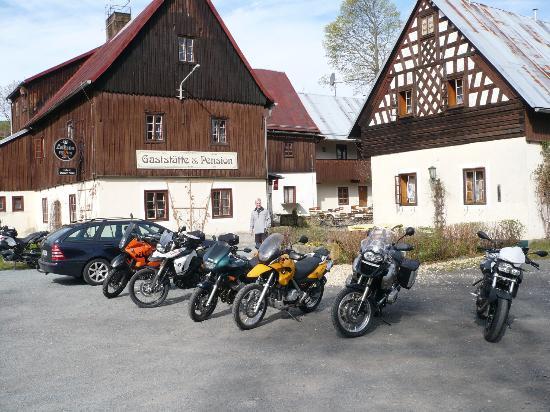 Pension Untere Rauner Mühle: Vorplatz