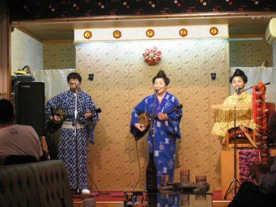 Utahime: 沖縄民謡の大御所、我如古より子さんのお店です