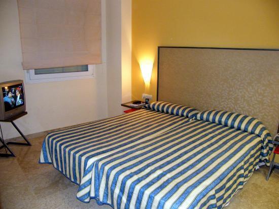 Apartamentos Vertice Sevilla Aljarafe: O quarto