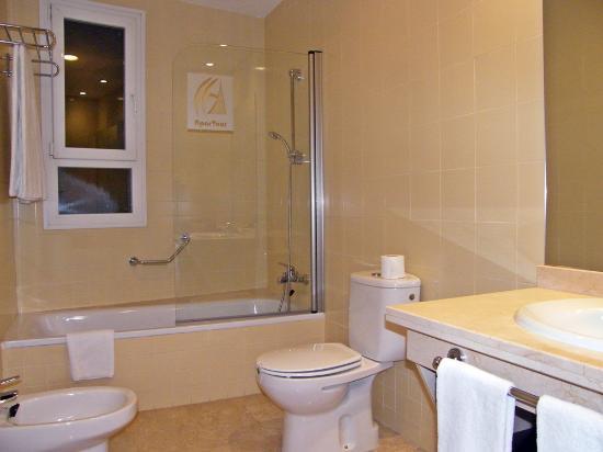 Apartamentos Vertice Sevilla Aljarafe: O quarto de Banho