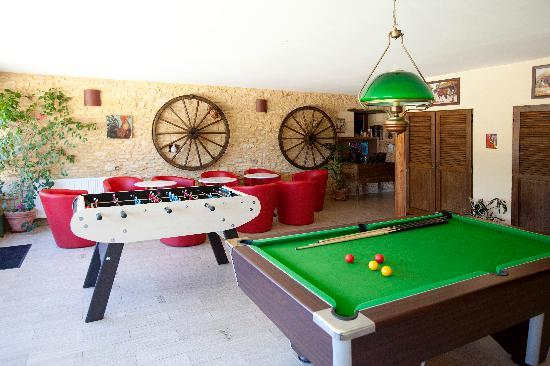salle de jeux billard et baby foot photo de domaine de la rhonie meyrals tripadvisor. Black Bedroom Furniture Sets. Home Design Ideas