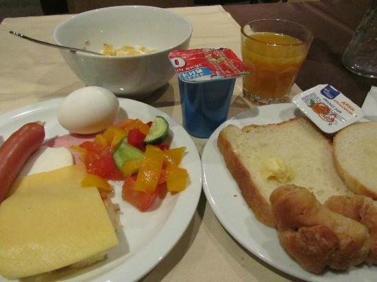 Nevskiy Hotel Aster : 朝食