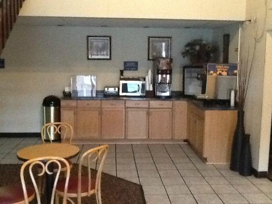 """Rodeway Inn: Breakfast """"nook"""""""